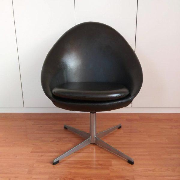 Mid Century Danish Swivel Egg Chair, Kanari Denmark Chair, Scandinavian Design, Black, Office Egg Chair, Living room Chair, 70s